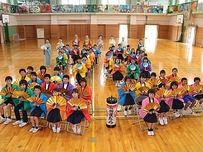 29日の祭りへ「岩瀬まだら」練習 岩瀬小児童