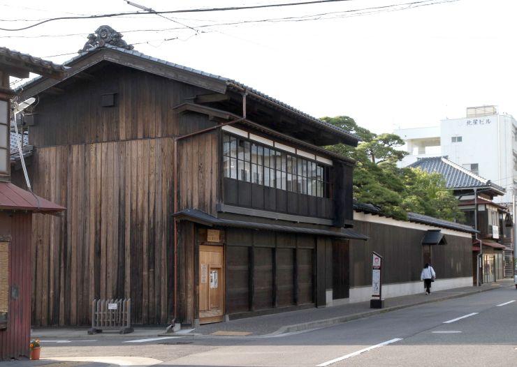 日本遺産の構成文化財に選ばれた旧小沢家住宅。認定を記念したまち歩きイベントが8月に市内で開かれる=新潟市中央区