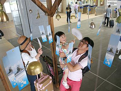 高岡銅器の風鈴、涼呼ぶ 富山37.3度で暑さ全国一