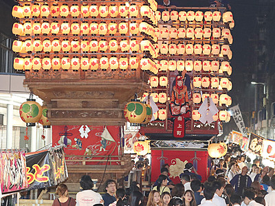 氷見で祇園祭始まる 曳山練る