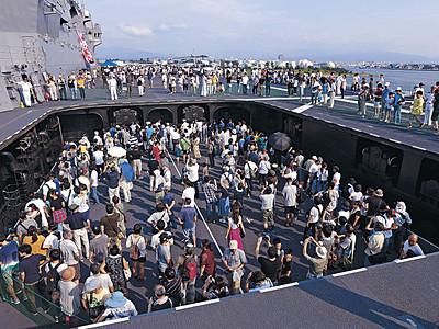 護衛艦「かが」公開に1万5000人 金沢港、見学者でにぎわう