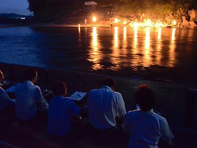 かがり火で楽しむ 天竜峡の夏