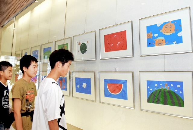 村上康成さんの絵本原画展=19日、福井県坂井市みくに文化未来館