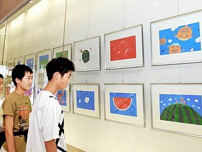 絵本原画、色鮮やか55点 村上康成さんの力作ずらり