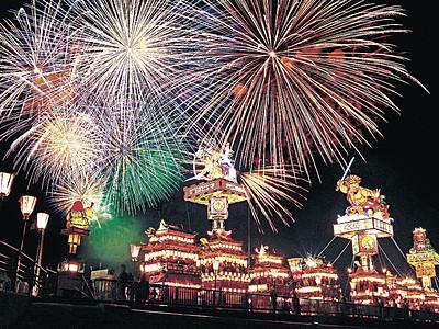 鮮やかに燈籠山彩る 北國花火珠洲大会