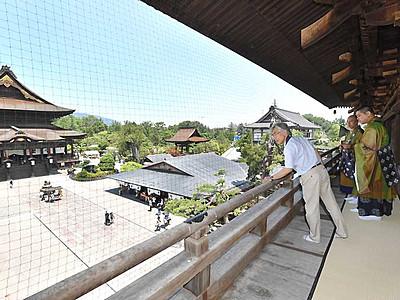 善光寺山門回廊、初の一般公開 本堂側の貴重な景色