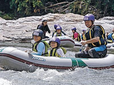 スリル満点、峡谷爽快 手取川で川下り始まる