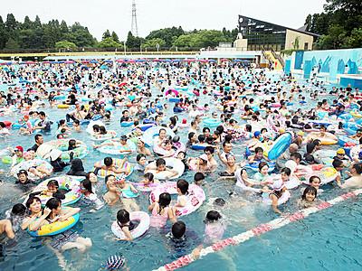 流れるプールに歓声 射水の太閤山ランド