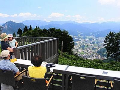 湯沢高原に展望カフェオープン 「雲の上」テラス新設