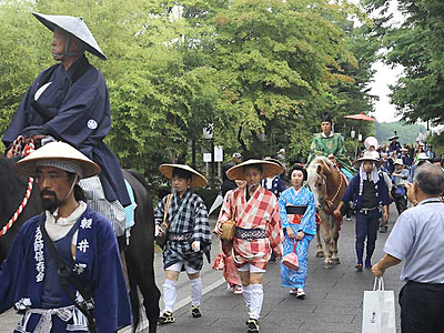 江戸の装い、軽井沢で行列 追分馬子唄道中