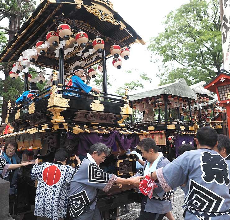 深志神社に到着した小池町会の舞台