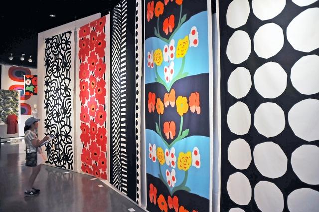 壁面を彩るマリメッコのテキスタイル