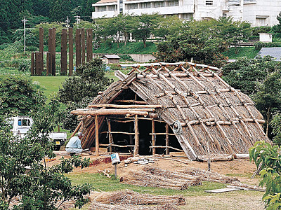 縄文の家 完成間近 能登町・真脇遺跡 5日にイベント