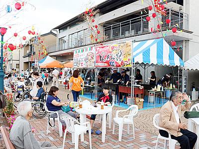 屋台や演奏、「日本のベニス」満喫 新湊・内川十楽の市