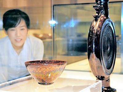 鉄釉の美追求、木村さん三回忌展 初期―最晩年48点
