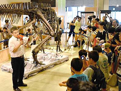 見たい知りたい恐竜の世界 長野の展示会場で講演会
