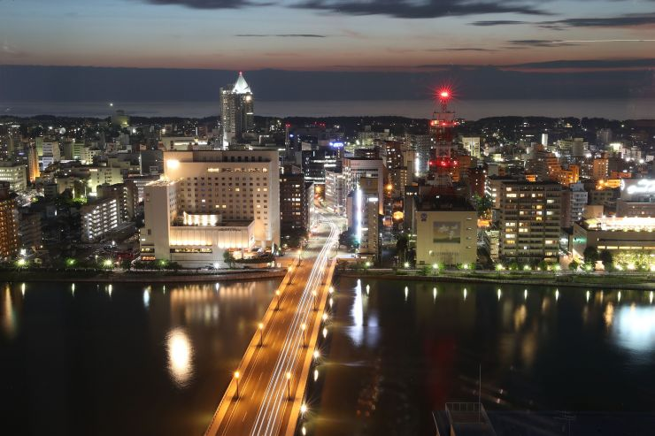 新潟日報メディアシップ「そらの広場」から見た夜景