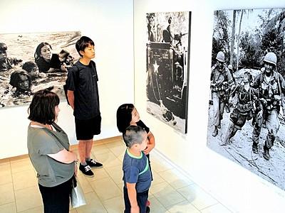 戦場写真114点、悲惨さ生々しく鯖江市で澤田教一展