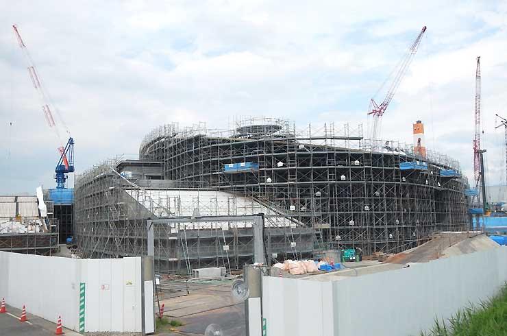 来年3月の開業を目指して建設が進む健康レクリエーションセンター=長野市大豆島松岡
