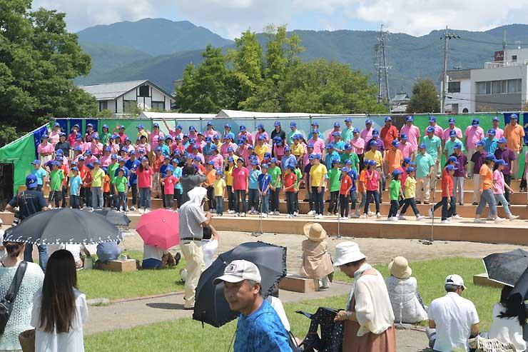 SK松本合唱団とSK松本ジュニア合唱団が歌声を響かせたお城deハーモニー