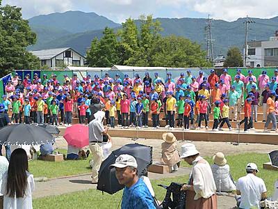 歓迎の歌声、松本城に OMF13日開幕