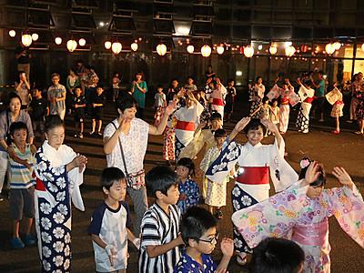 輪踊りや花火盛り上がる 福野「ユカタ・デ・ダンス」