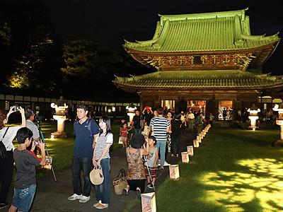 建築美、夜に映え 瑞龍寺で「夜の祈りと大福市」
