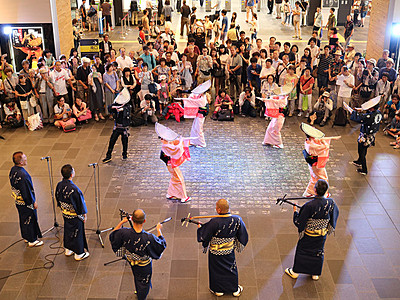 おわら踊りでもてなし 富山駅で帰省客ら楽しむ