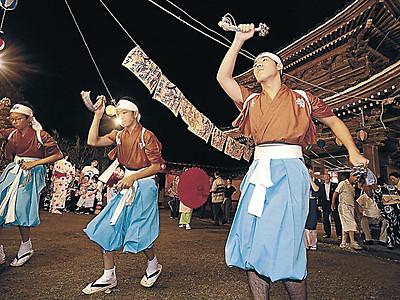 伝統の7種の踊り舞う 金沢・本泉寺で二俣いやさか