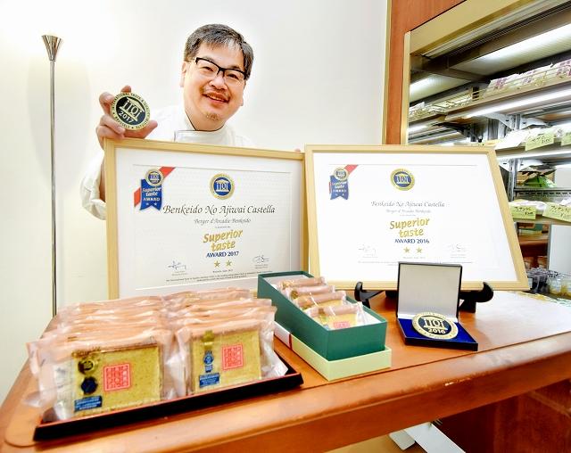 2年連続で国際優秀味覚賞の二つ星を受賞した「弁慶堂のあじわいカステラ」=福井県鯖江市のベルジェ・ダルカディ弁慶堂