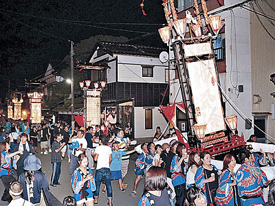 キリコ全力疾走 輪島大祭、住吉神社大祭で16基練る