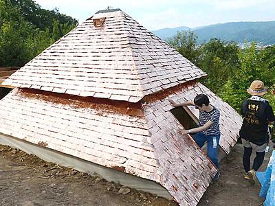 ユニーク茶室、姿現す 茅野に藤森照信さん設計「低過庵」