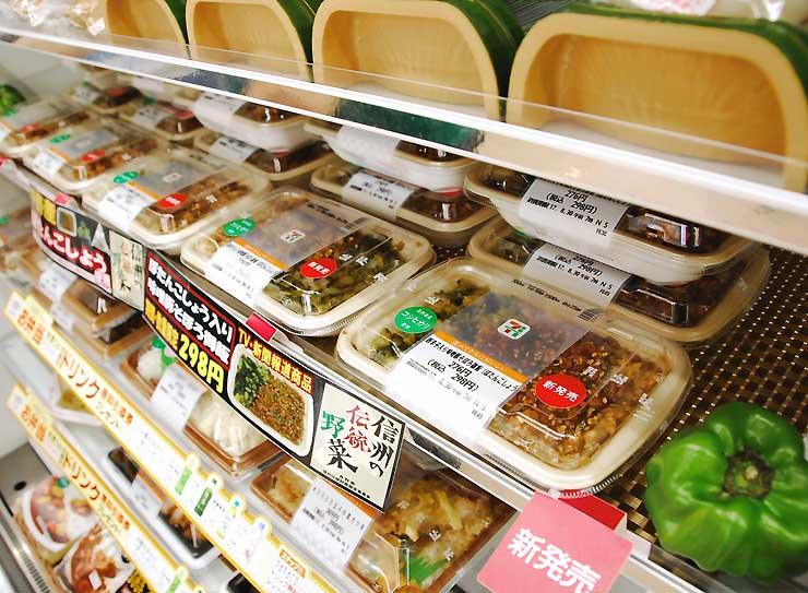 販売が始まった「ぼたんこしょう」を使った弁当=中野市のセブン―イレブン信州中野店