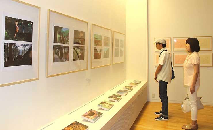 展示では小海町でロケハンした写真と実際の作品の描写も比較できる
