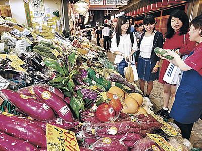 加賀野菜、秋の彩り 近江町市場にずらり