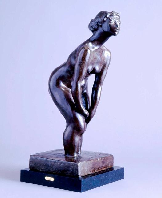 帰国後に高田博厚が手掛けたブロンズの裸婦像「海」(1962年)