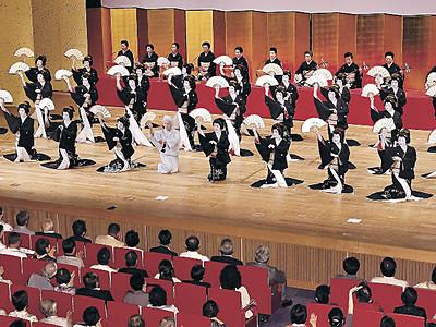 三茶屋街の華、そろい踏み 金沢おどり開幕