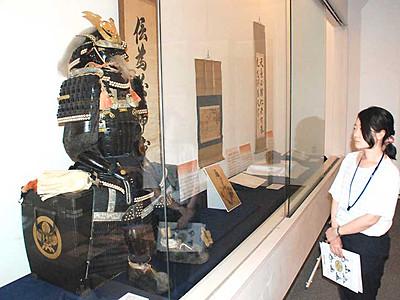 国史跡・高島藩主諏訪家墓所 市博物館で書や甲冑を紹介