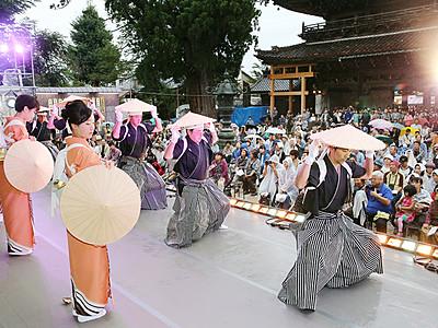 城端むぎや祭開幕 「小京都」の風情楽しむ