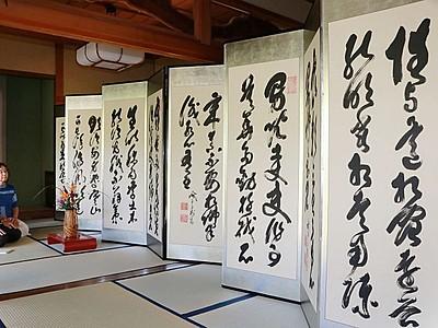 村上で屏風まつり開幕 77軒、山岡鉄舟の作も展示