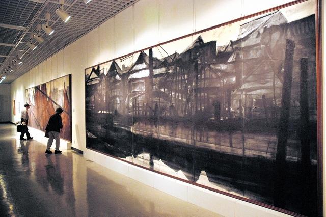 戦後の日本画家の挑戦をテーマにした作品が並ぶ福井県立美術館名品200選展の第4部=15日、福井市の県立美術館