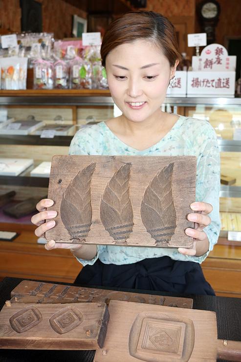 大野屋で使われている菓子木型。高岡クラフト市場街では展示も行う=大野屋