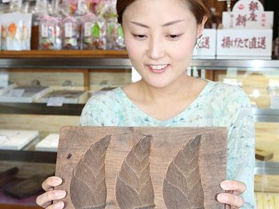 木型使い和菓子作りを 高岡クラフト市場街で体験会