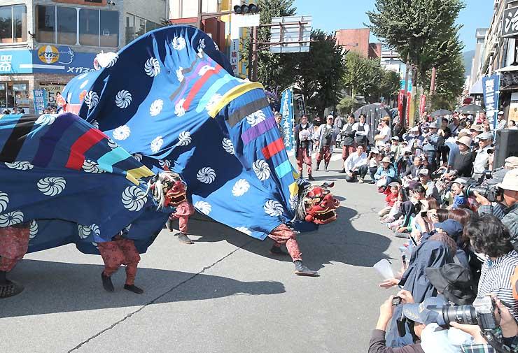 多くの人でにぎわった昨年の「南信州獅子舞フェスティバル」