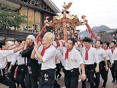 初老みこし威勢良く 山中温泉、こいこい祭開幕