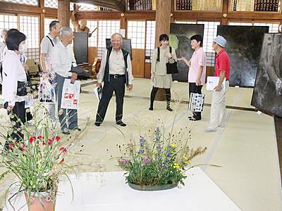 井波中心部が美術館に まちなみアート開幕