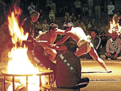 唐戸山、白熱の土俵 羽咋で神事相撲