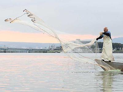 諏訪湖でワカサギ投網漁 2年ぶりの秋の風物詩