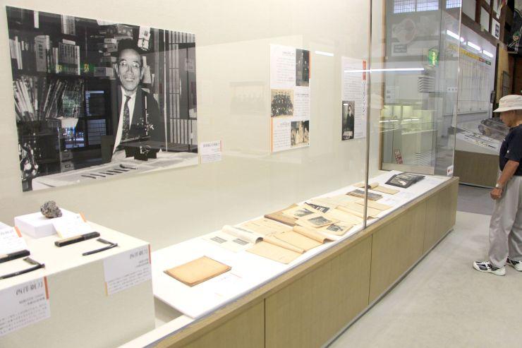 鍜冶産業の発展に尽くした岩崎航介の功績を振り返る企画展=三条市の歴史民俗産業資料館