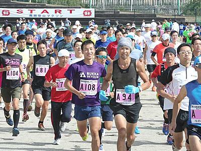 風越登山マラソン563人挑む 「チーム対抗戦」も白熱